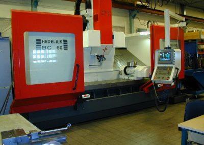 Bäddfräs, CNC fräsmaskin 5-axlig med slaglängden X 2500, Y 630, Z 700.